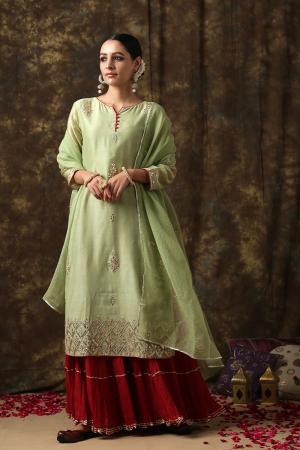 green and red Samyukta sawar suit
