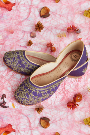 Purple Mauve- Hand Embroidered Purple Juttis