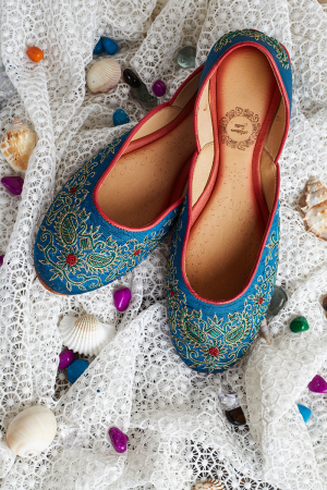 Blue Heaven-Hand Embroidered Blue Juttis