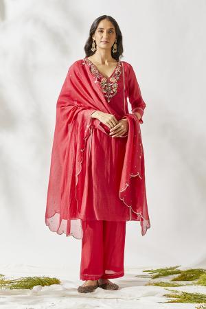 Red jardin suit