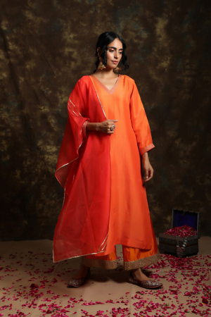 Laal baag Suit with jama and Organza Odhni