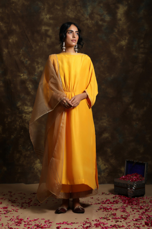 Aamras boat neck Chola with jama and Organza Odhni