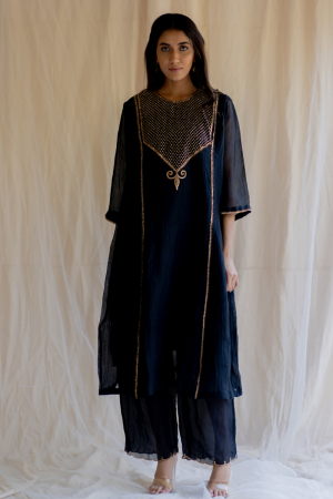 black fridaus abho and izaar